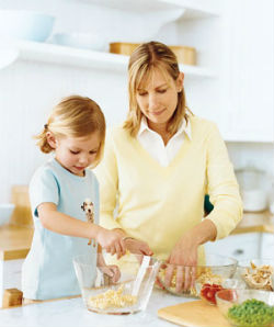 girl-and-mom-cooking